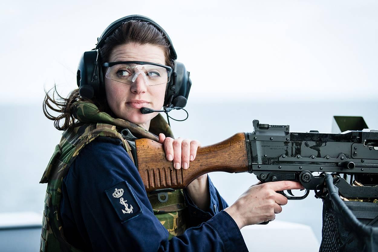 Hollandse vrouw wordt er helemaal onder gespoten - 5 3